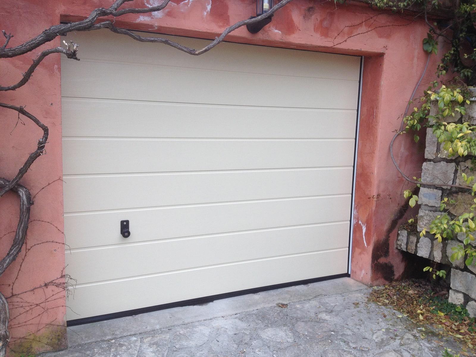 Photo d'une réalisation d'une porte de garage sectionnelle